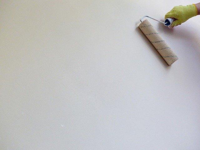 Którą białą farbę wybrać do malowania ścian